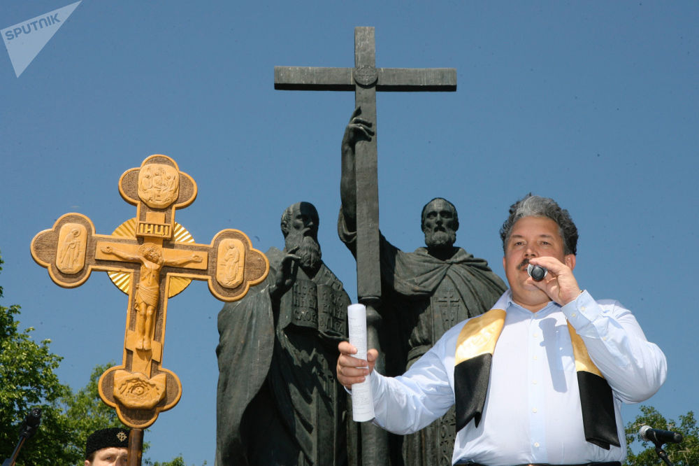 Wicemarszałek Dumy Państwowej Rosji Siergiej Baburin podczas manifestacji na placu Słowiańskim w Moskwie