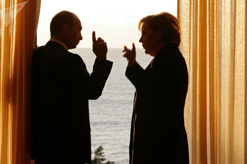 Prezydent Rosji Władimir Putin i kanclerz Niemiec Angela Merkel w Soczi, 2007rok