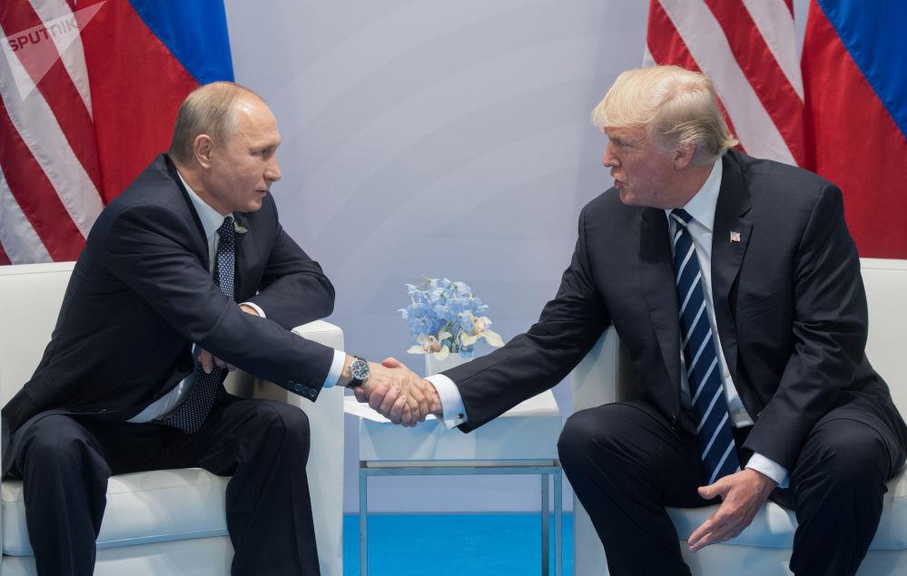 Prezydent FR Władimir Putin i prezydent Donald Trump podczas szczytu G20 w Hamburgu
