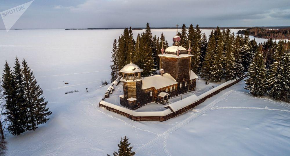 Męski monaster w Wodłozierskim Parku Narodowym w Karelii