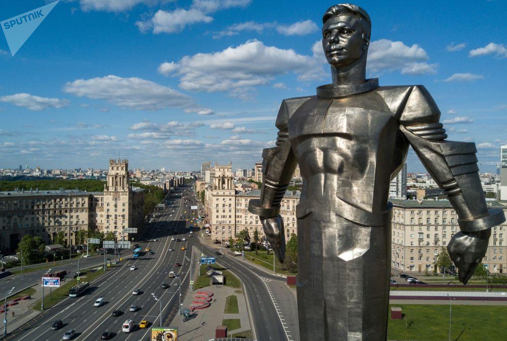 Monument pierwszemu kosmonaucie Yuriemu Gagarinowi w Moskwie
