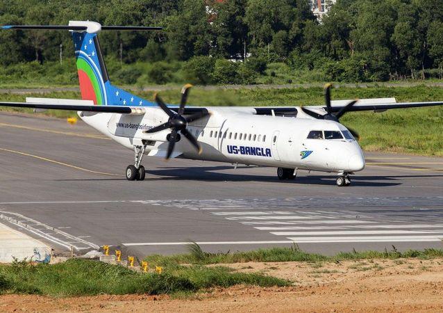 Samolot Bombandier Dash 8 Q400 linii lotniczych US-Bangla Airlines. Zdjęcie archiwalne