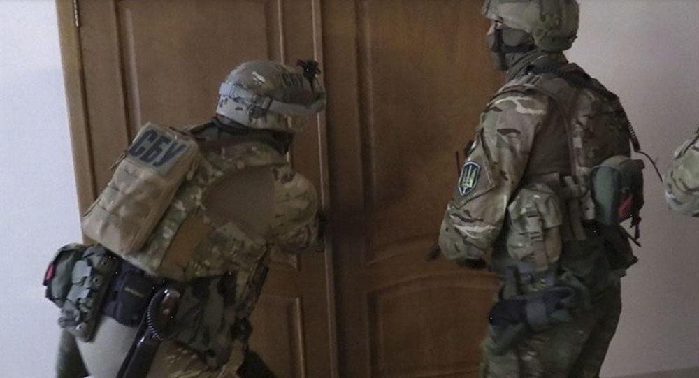 Funkcjonariusze SBU w czasie rewizji