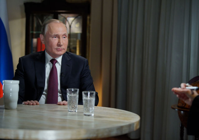 Prezydent Rosji Władimir Putin podczas wywiadu z dziennikarką amerykańskiej stacji telewizyjnej NBC Megyn Kelly w Kaliningradzie