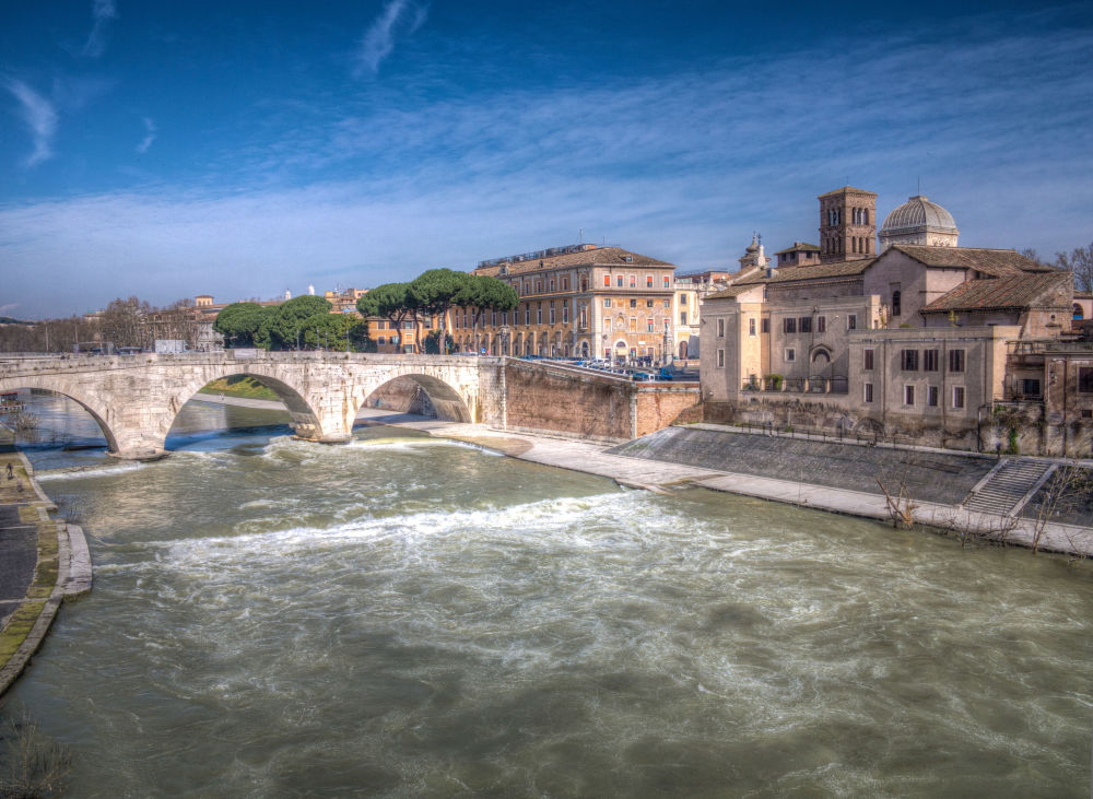Rzeka Tyber w Rzymie