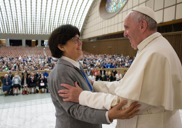 Katolicka mniszka Carmen Sammut i papież Franciszek