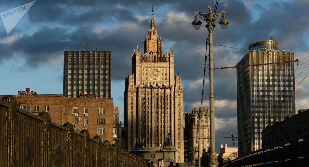 Widok na budynek Ministerstwa Spraw Zagranicznych Federacji Rosyjskiej w Moskwie