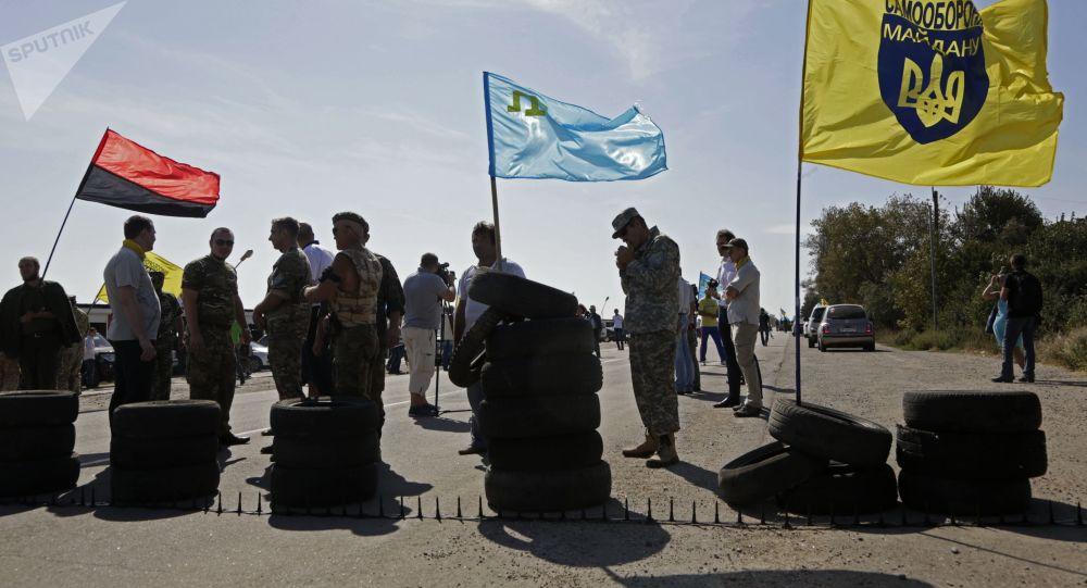 Aktywiści blokują trasę przy miejscowości Czongar, na granicy między Ukrainą i Krymem