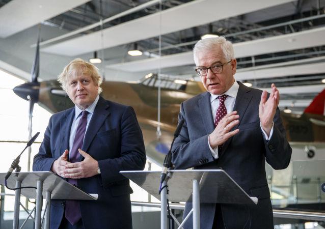 Minister spraw zagranicznych Wielkiej Brytanii Boris Johnson i polski szef dyplomacji Jacek Czaputowicz w czasie spotkania w Londynie
