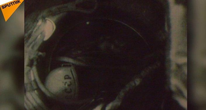 Leonow w otwartym kosmosie