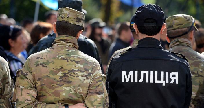 Pracownicy służb porządkowych Ukrainy w Kijowie