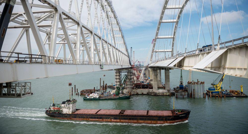Budowa Krymskiego Mostu przez Cieśninę Kerczeńską
