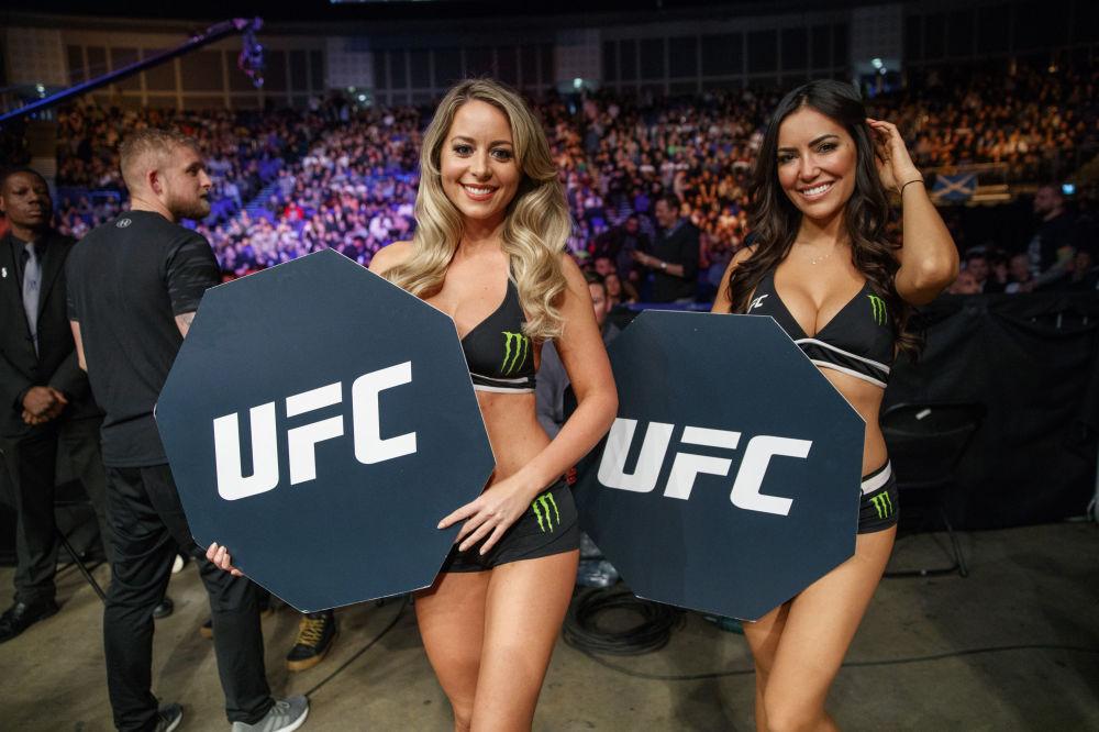Dziewczyny w turnieju mieszanych sztuk walki UFC w Londynie