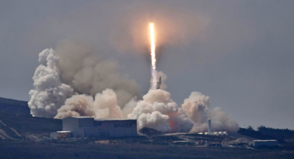 Start rakiety Falcon 9 z satelitą Formosat-5 na pokładzie z bazy Vandenberg w Kalifornii