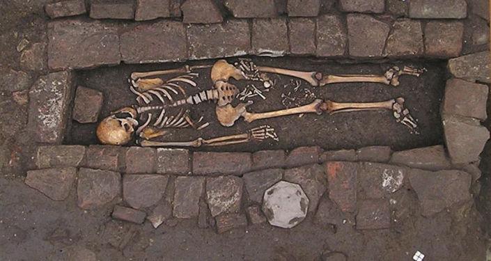 Znaleziono szczątki kobiety, która urodziła dziecko w trumnie