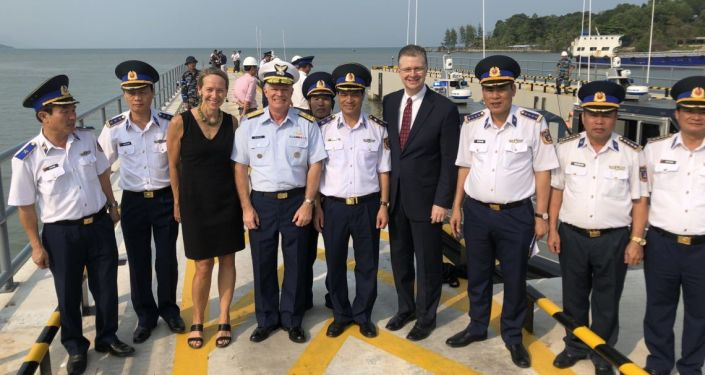 Amerykanie przetransportowali sześć statków patrolowych do Wietnamu w ramach współpracy