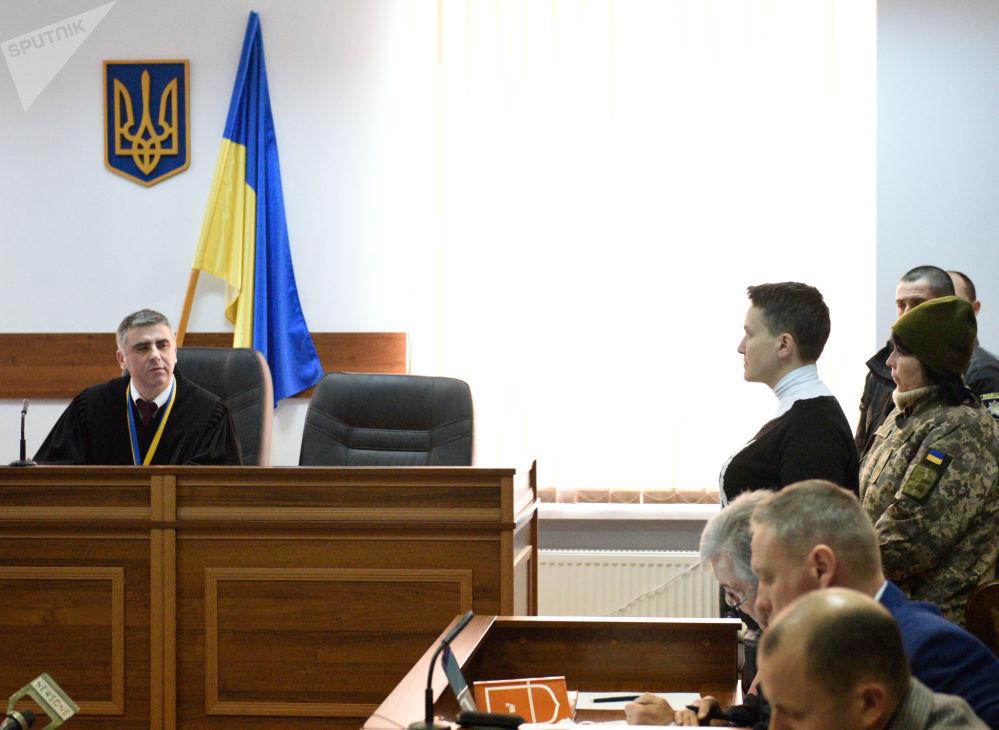 Deputowana Rady Najwyższej Nadieżda Sawczenko, podejrzana o przygotowywanie aktów terrorystycznych w centrum Kijowa, na posiedzeniu w szewczenkowskim sądzie okręgowym w Kijowie