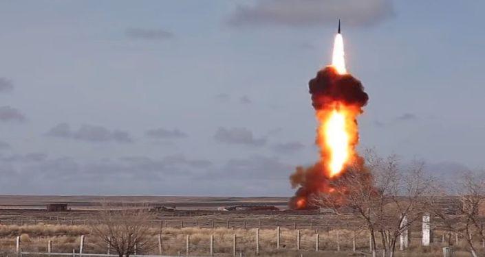 Testy nowego zmodernizowanego pocisku rosyjskiego systemu obrony antybalistycznej na poligonie Sary-Szagan