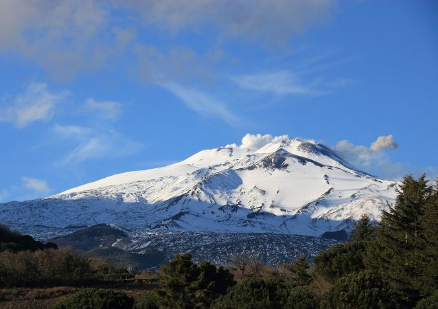 Widok na wulkan Etna we Włoszech