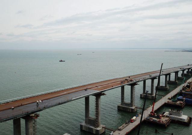 Budowa Mostu Krymskiego przez Cieśninę Kerczeńską
