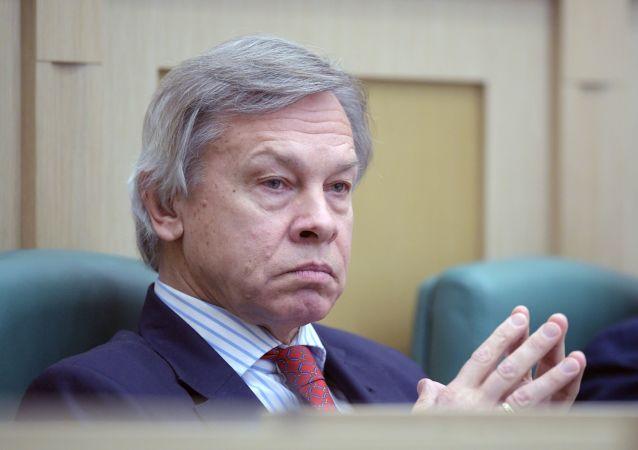 Członek Komisji ds. Obrony i Bezpieczeństwa Rady Federacji Aleksiej Puszkow na posiedzeniu Rady Federacji Rosji