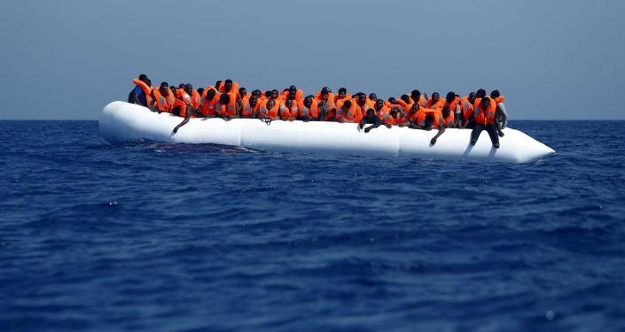 Imigranci niedaleko wybrzeża Libii