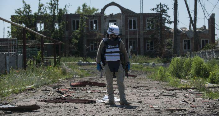Przedstawiciel OBWE patroluje terytorium na wschodzie Donbasu
