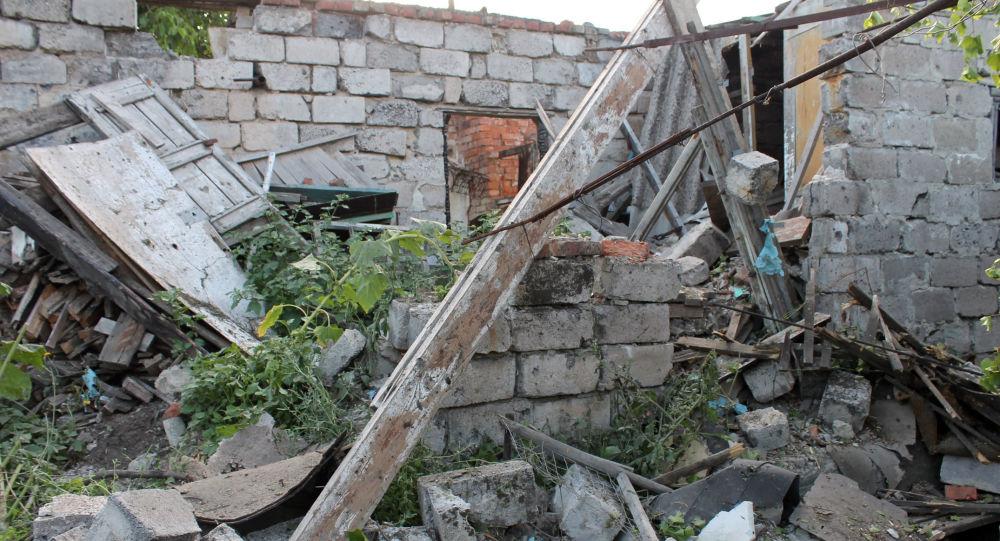 Skutki ostrzału miejscowości Oktiabrska w dzielnicy Kujbyszewska w Doniecku