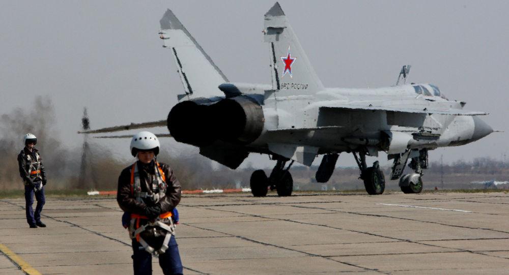Myśliwiec MiG-31 przygotowuje się do startu