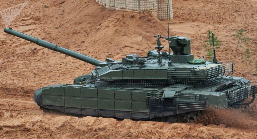 Czołg T-90M podczas wspólnych ćwiczeń strategicznych sił zbrojnych Rosji i Białorusi na poligonie Łużskim w obwodzie leningradzkim