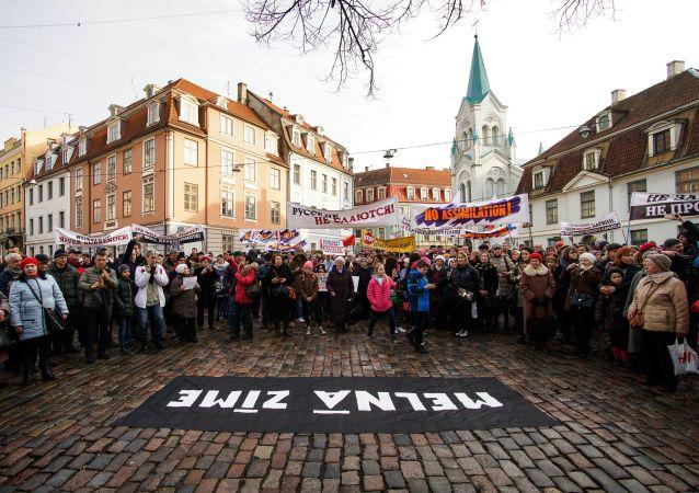 """""""Marsz Rozgniewanych Rodziców w centrum Rygi"""