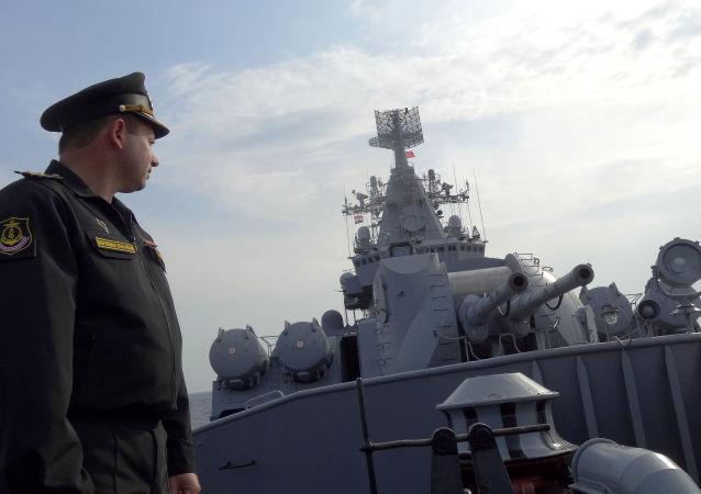 """Krążownik """"Moskwa"""" podczas patrolowania wybrzeża Syrii"""