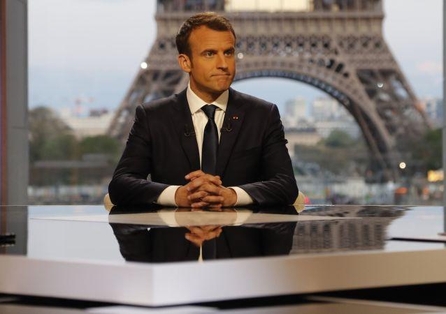 Prezydent Francji Emmanuel Macron w czasie wywiadu