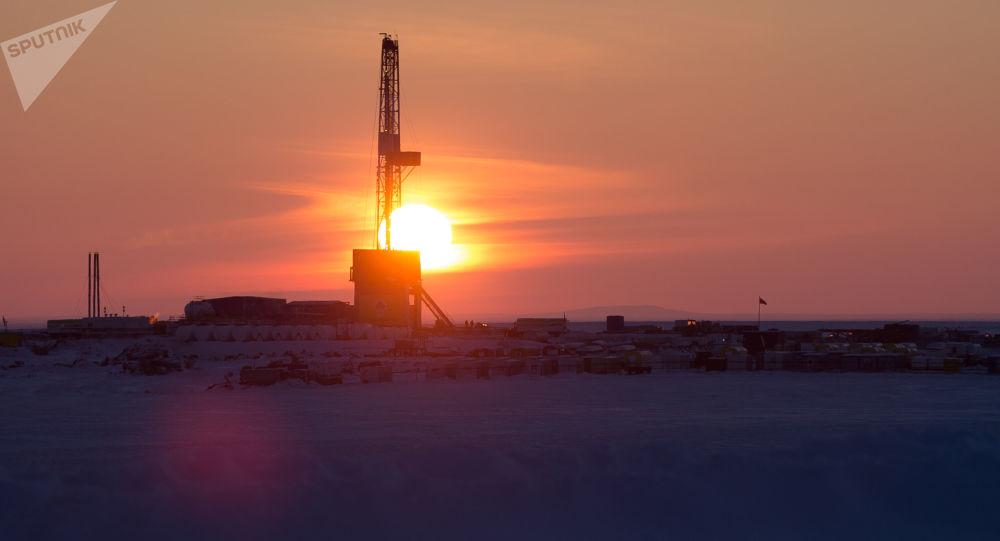 Wiertnia na miejscu wiercenia spółki naftowej Rosnieft