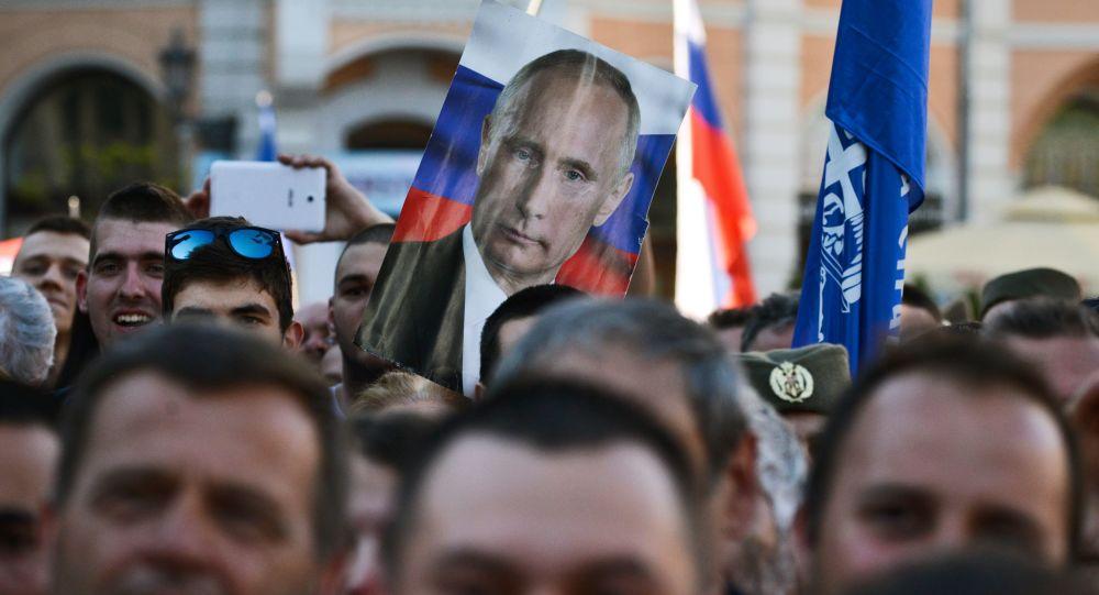 Portret Władimira Putina na wiecu zwolenników kandydata na prezydenta Serbii Seselja