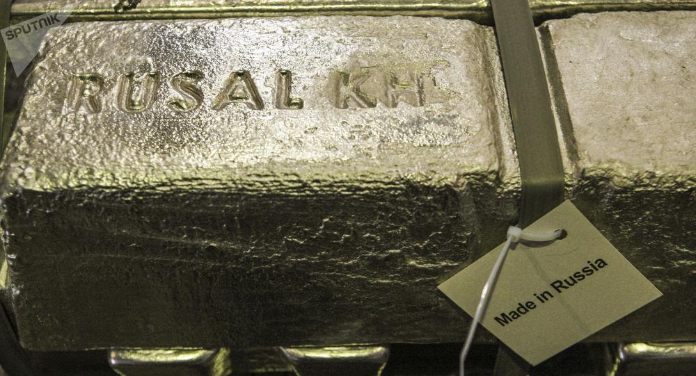 Gąska aluminiowa z napisem Rusal