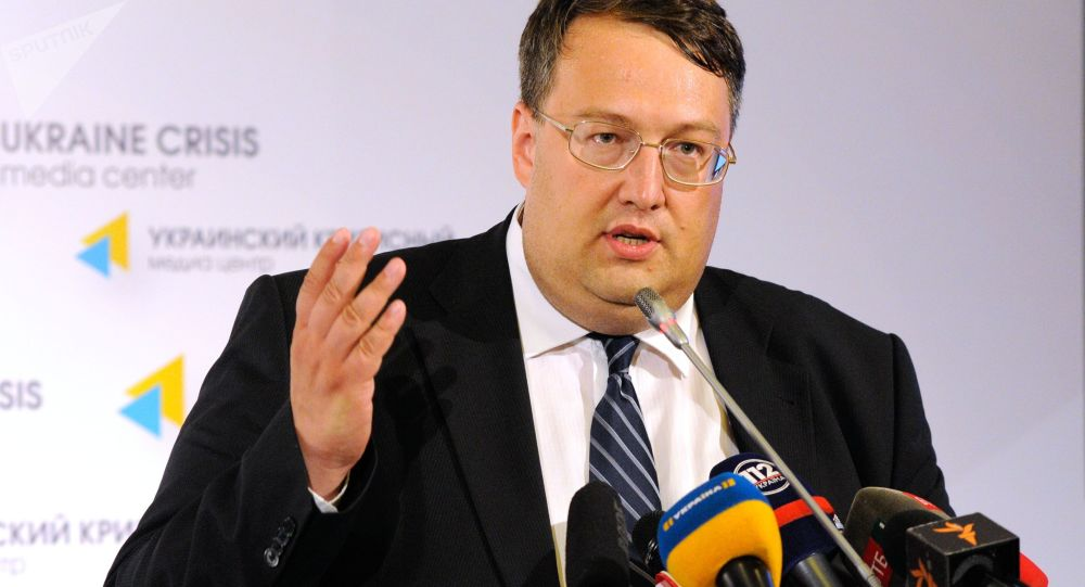 Doradca ministra spraw zagranicznych Ukrainy Anton Heraszczenko na briefingu w Kijowie
