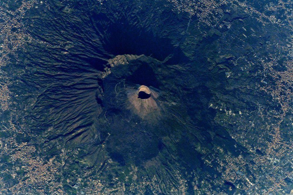 Wulkan Wezuwiusz widziany z kosmosu