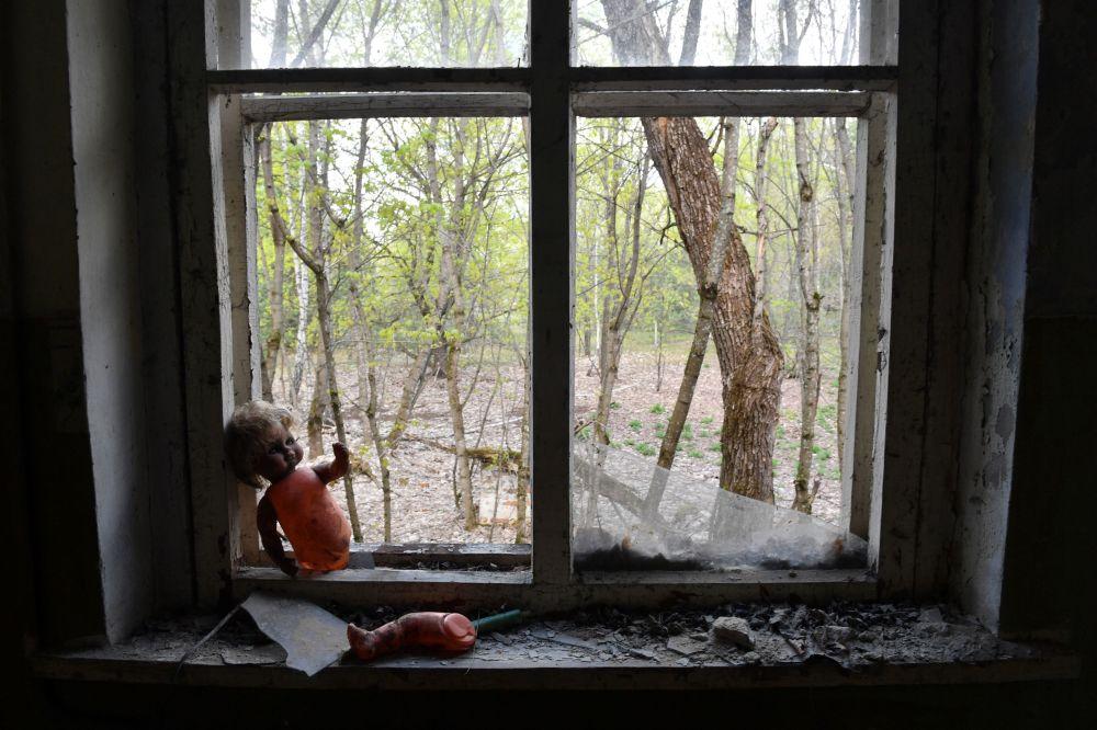 Opuszczone przedszkole we wsi Kopaczi blisko elektrowni jądrowej w Czarnobylu