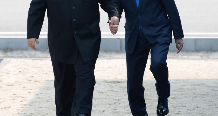 Prezydent Korei Południowej Moon Jae-ina i lider KRLD Kim Dzong Un, Panmundżom