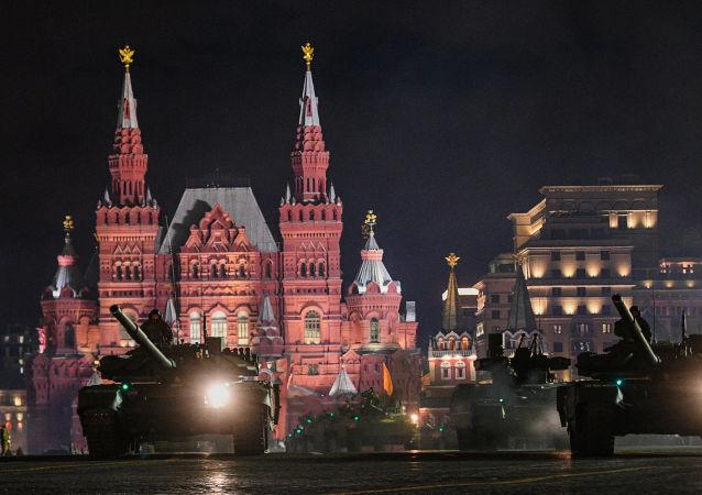 Czołgi na próbie parady wojskowej na Placu Czerwonym