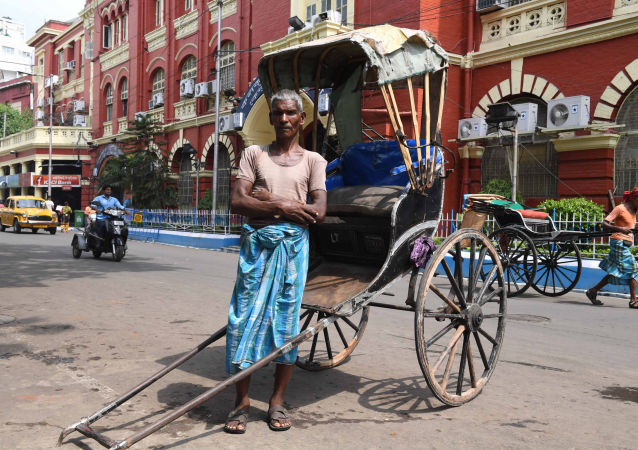 65-letni indyjski kierowca rikszy Mohammad Ashgar, Kolkata, Indie