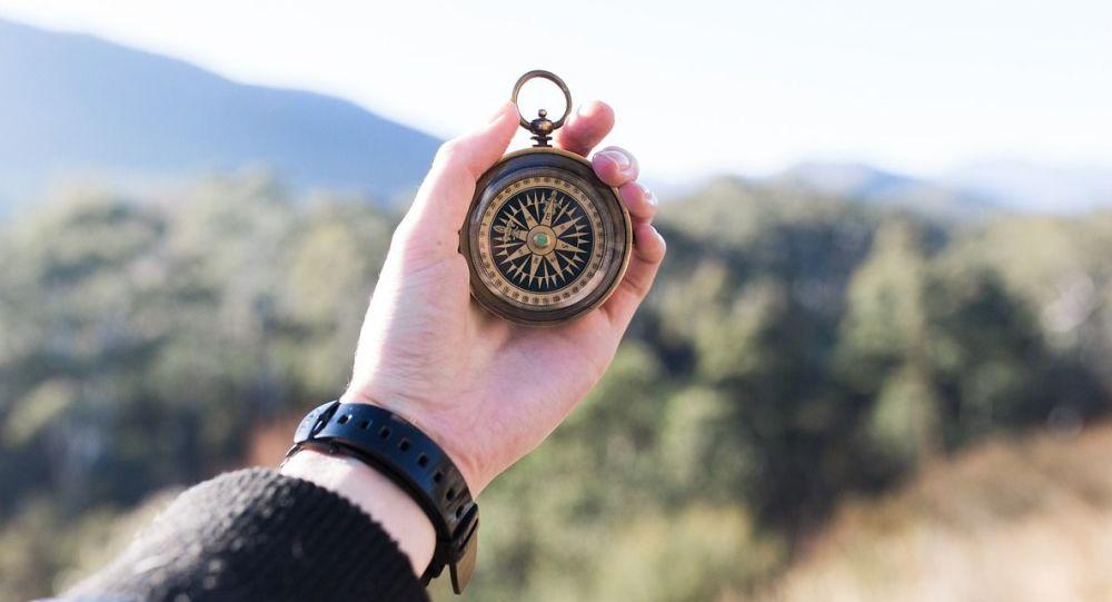 Kompas w dłoni