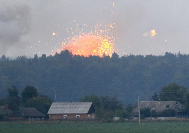 Pożar i eksplozje w składach amunicji w pobliżu miasta Kalinowka, obwód Winnicki, Ukraina. Zdjęcie archiwalne