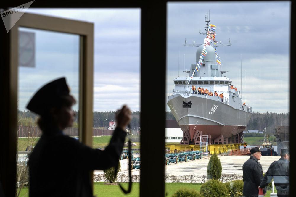 Mały statek rakietowy Szkwał projektu 22800 przed uruchomieniem w Leningradzkiej Stoczni Pella w obwodzie leningradzkim