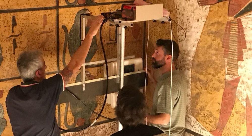 Archeolodzy turyńskiej Politechniki skanują grobowiec Tutanchamonu, Egipt