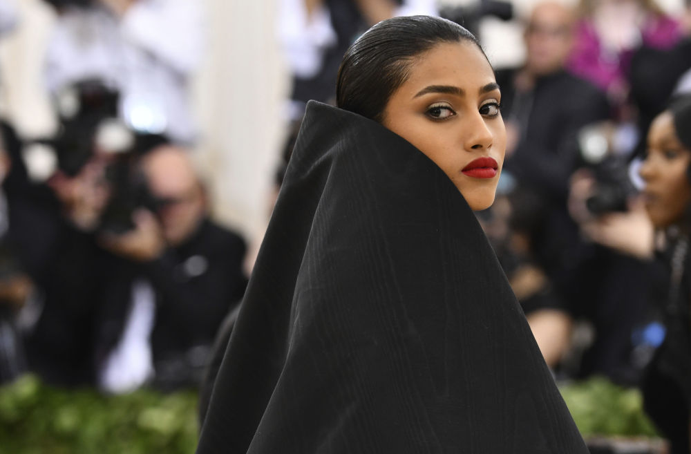 Modelka Imaan Hammam na otwarciu Met Gala 2018