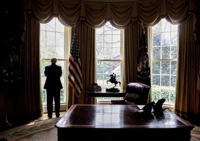 Prezydent USA Donald Trump w Gabinecie Owalnym w Waszyngtonie