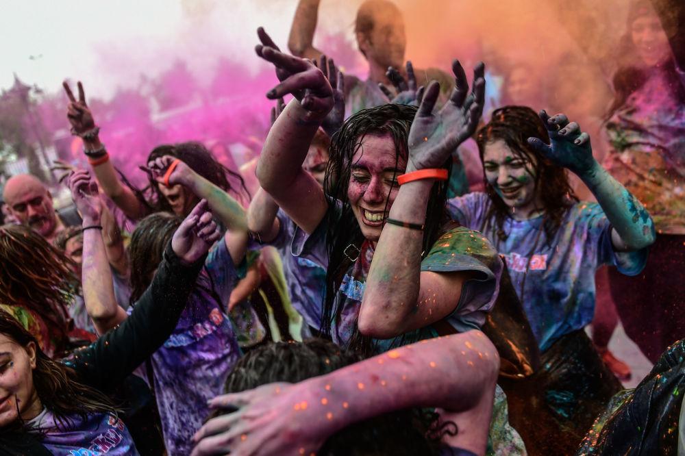 Uczestnicy Festiwalu Color Sky Festival w Stambule
