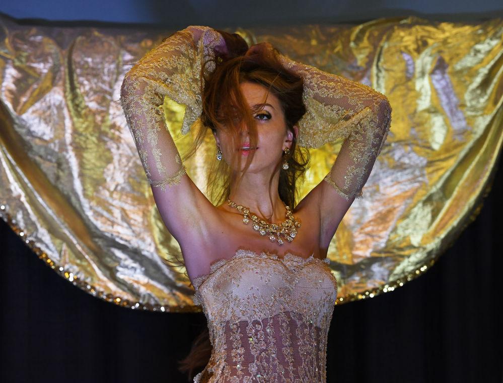 Występ polskiej tancerki Zainy podczas kokursu Belly Dancer of the Universe Competition 2017 w Kalifornii